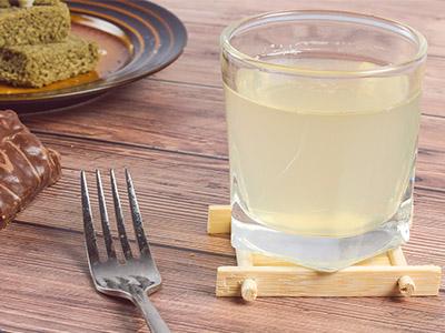 蜂蜜水的作用与功效 喝蜂蜜水的好处
